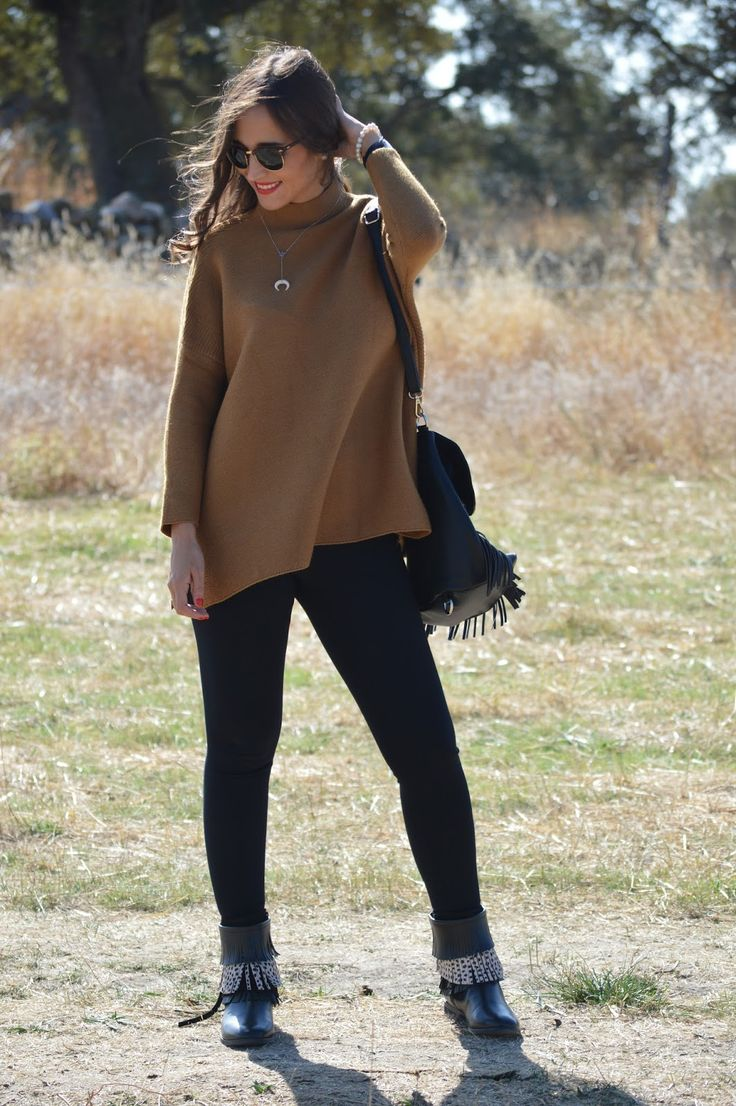 1000 MANERAS DE VESTIR: Camel sweater+black leggins+black fringes boots+black backpack-bag with fringes+silver necklace+sunglasses. Fall Outfit 2016