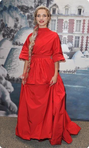 Наталья водянова красное платье