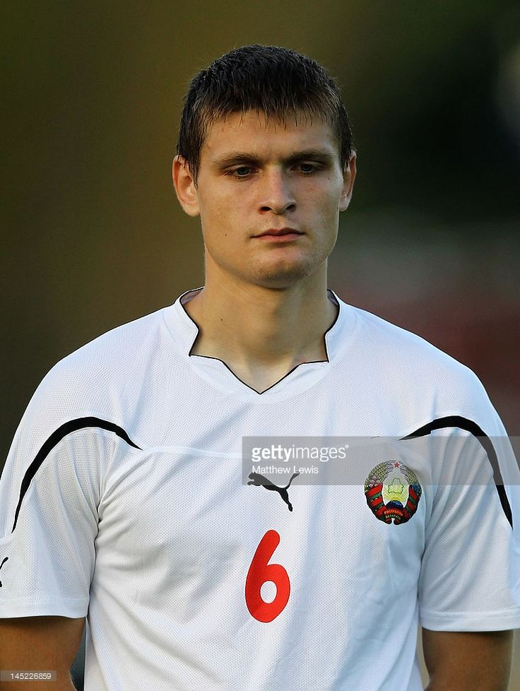 igor-kuzmenok-of-belarus-looks-on-during-the-toulon-tournament-group-picture-id145226859 (770×1024)