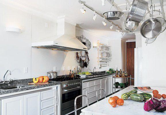 Não há diferença de coifas para casas ou apartamentos, o que influencia muito é o projeto da cozinha (Fotos: Divulgação)