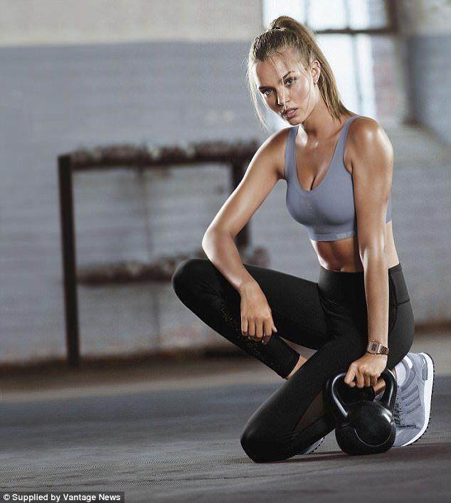 Candice Swanepoel zeigt in Victoria's Secret-Werbung ihre steinharten Bauchmuske…