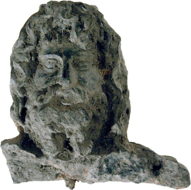 Testina di Giove Serapide probabilmente in pietra vulcanica (proveniente dalla villa romana di San Prospero)