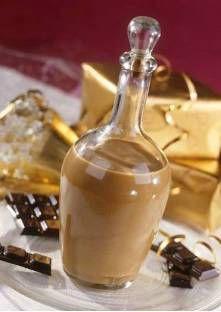 LIQUEUR DE NOIX AU CHOCOLAT (5 cl de liqueur de noix, 250 g de chocolat noir (70%), 50 cl de crème liquide, sucre selon votre goût, 20 cl de cognac)