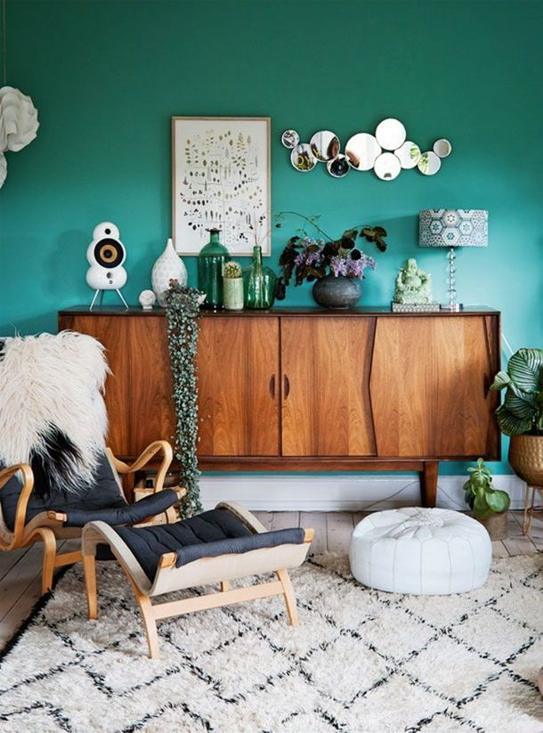 A living room in a beautiful shade of emerald, from Bolig Liv.