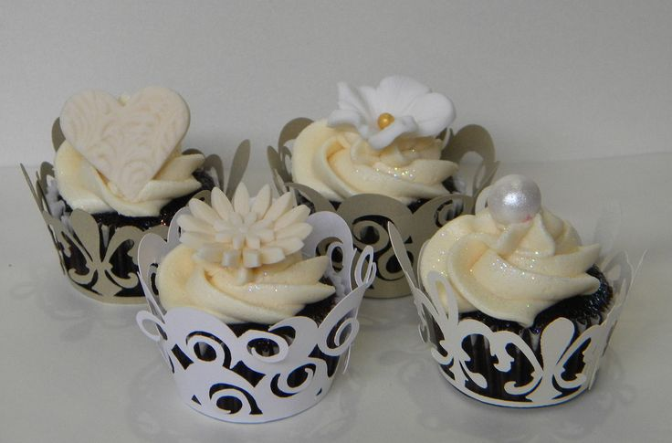 Cupcakes with wrappers
