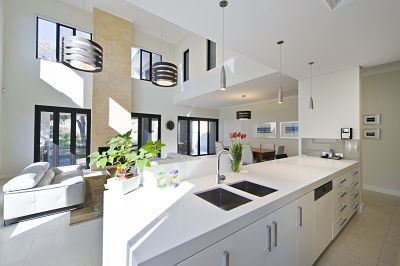 Love this gorgeous, natural light filled kitchen!