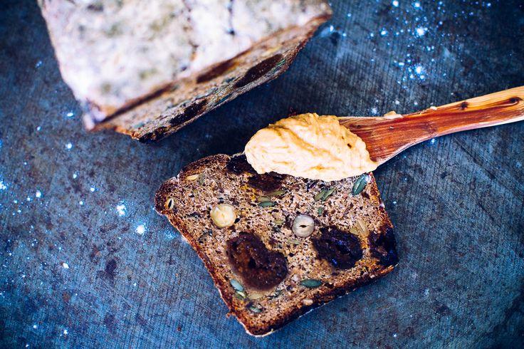 Rågbröd med aprikos, pumpafrön & hasselnötter   Vegoteket