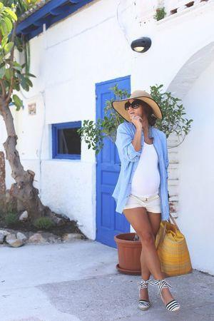 Maternity beach shorts. Pregnancy beach and vacation style ideas.