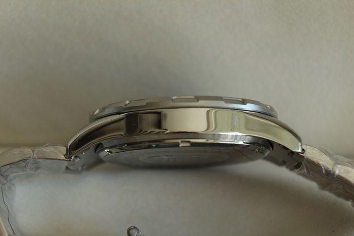 Mathieu Legrand Avant Garde mannen horloge 2017  Mannen wristwatch.Movement: quartzHand markeringen.Functie: de dag de chronograafRonde wijzerplaat.Achtergrond kiezen: zwartSaffierglas dat niet krast.Zilveren zaak rand.Materiaal: roestvrij staalCase diameter: 45 mmBand materiaal: roestvrij staalBand kleur: goud zilverBand breedte: 22 mmVouwen gesp sluiting.Waterbestendig tot: 10 ATMKleur: zilverVerzekerde verzending.  EUR 0.00  Meer informatie  #watch