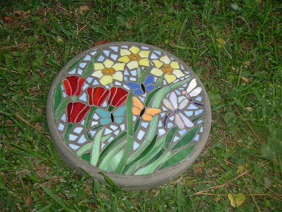 Jardin délice vitrail fait à la main et béton par HippMosaics