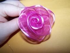 Easy diy flowers made from wire ribbon: