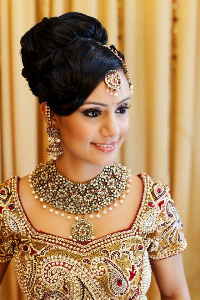 Indian bridal makeup, jewellery, maang tikka, necklace, jhumka jhumki earrings #Indian #bridal