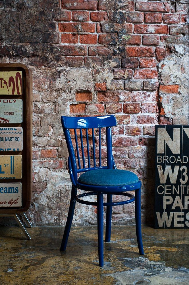 Мебель благородного синего цвета встречается в интерьерах разных стилей (классика, модерн, хай-тек, средиземноморский). #bluefurniture #bluechairs #blueinterior #синийвинтерьере #синяямебель #синиестулья #моднаямебель