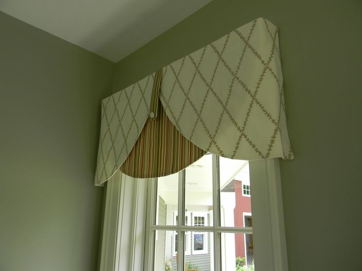 board mounted valance idea two fabrics contrasting patterns button