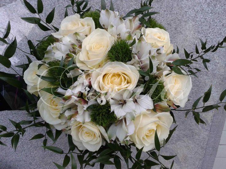 Svatební kytice z růží a alstroemérií