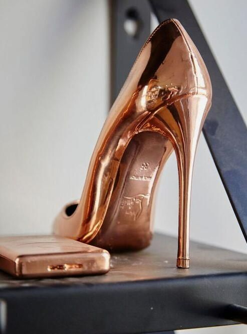News - Christian Louboutin Online - Complimentary Colours In the Studio with Cj Hendry