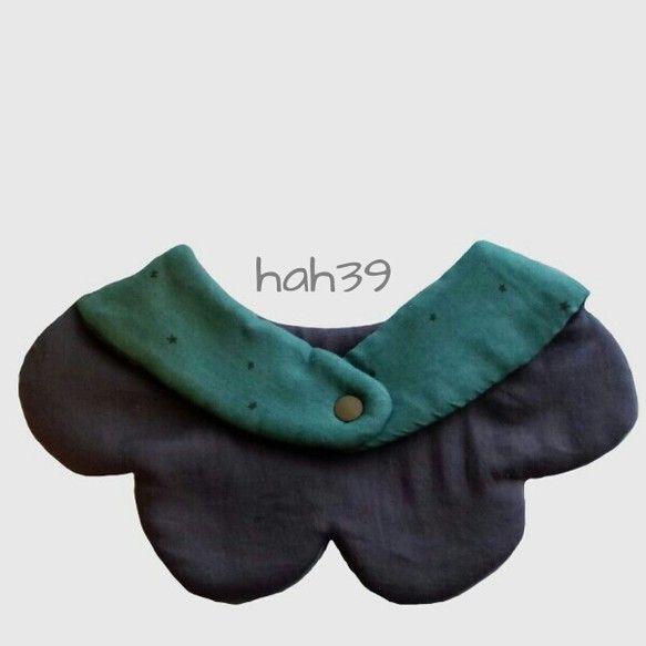 付け襟のようなリバーシブルの花びらスタイです。表布…ダブルガーゼ 間布…吸水性のあるキルト芯 裏布…ダブルガーゼ表と... ハンドメイド、手作り、手仕事品の通販・販売・購入ならCreema。