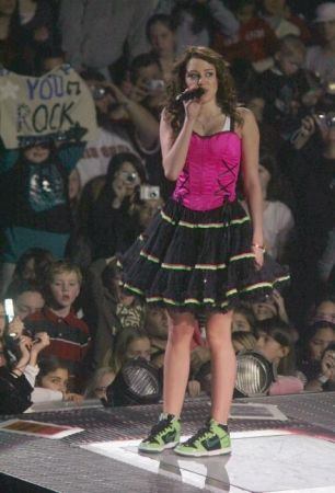 Red Carpet Dresses: Miley Cyrus - Best Of Both Worlds Tour 2007