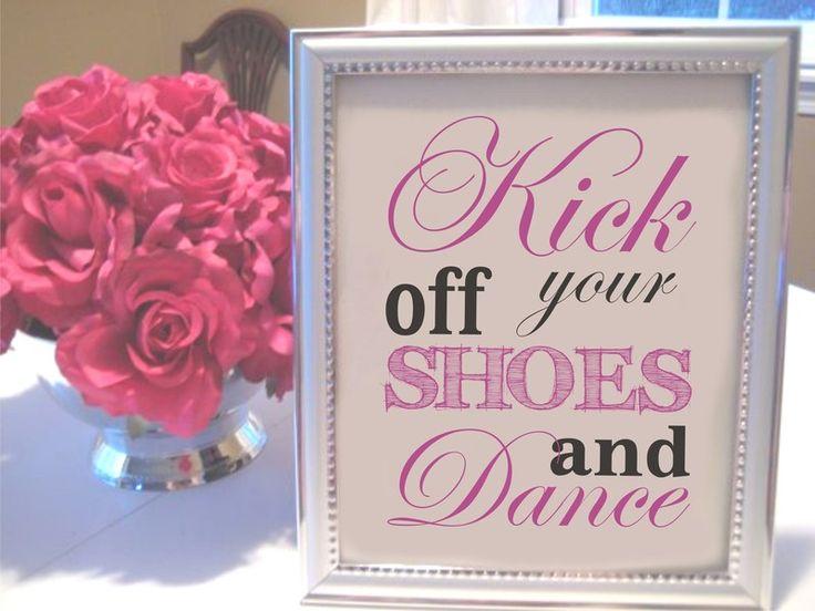 Ihr möchtet, dass eure Gäste auf eurer Hochzeit oder Party tanzen.  Dann sagt es mit ein paar einfachen Worten. Wir haben 3 lustige Beispiele zur Ausw