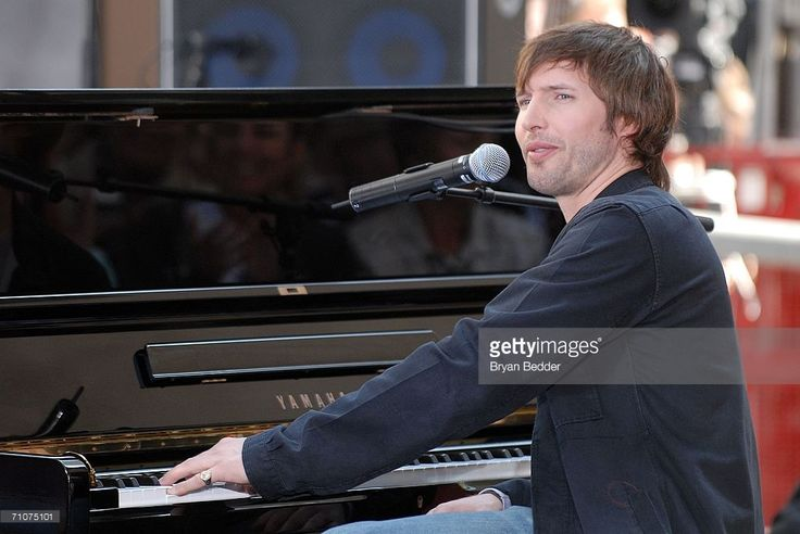 Musician James Blunt performs live on the NBC 'Today' show Toyota Concert Series in Rockefeller Plaza May 29, 2006 in New York City.