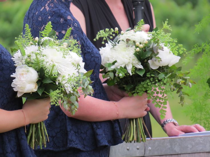#White flowers with #delicate lush greenery create a beautiful #fresh look against #navy #bridesmaid dresses #peonies #disbuds