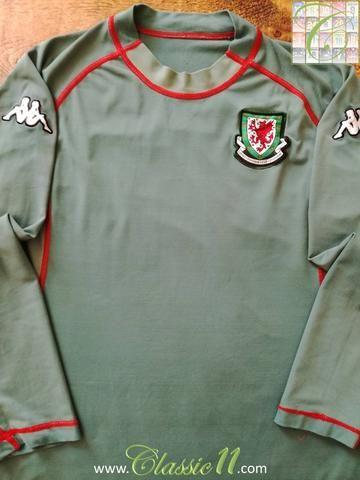 Official Kappa Wales GK football shirt from the 2004/2005 international season.