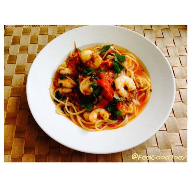 Day 14/30 #FGSpringFit cooked up a prawn, basil, fresh tomato & garlic pasta. Enjoying a delish Sunday lunch with @richardmarctoutounji