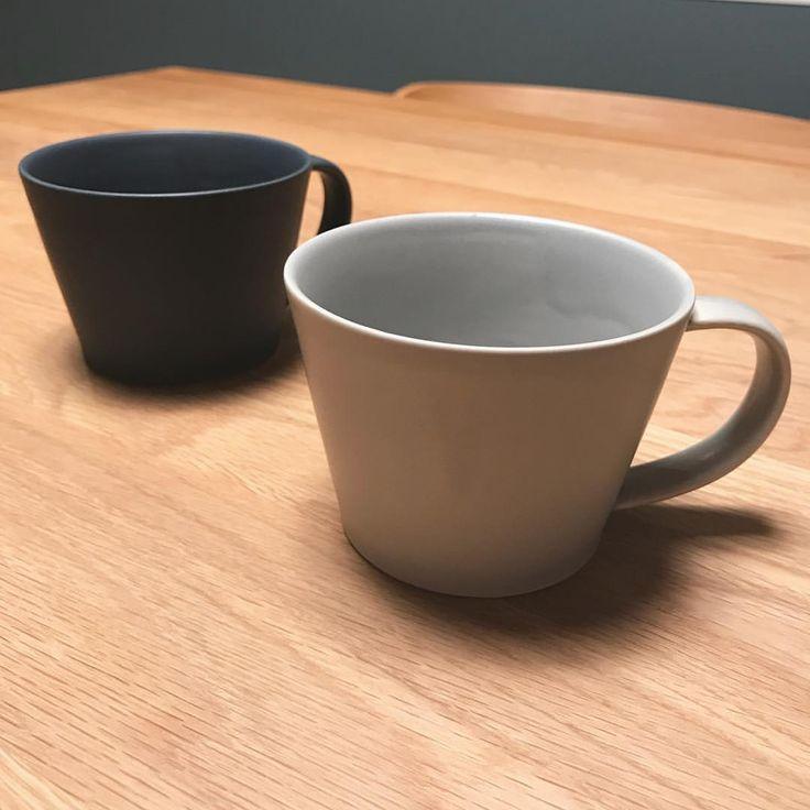 憧れのsakuzan◯ 私毎朝コーヒー(妊娠、授乳のくせで牛乳いれるけど)たっぷり飲む人なんだけど 憧れのカップ買いました。 これでコーヒー飲むと数倍おいしくなる🤗← 少し小さめだから2杯飲んじゃう時もあります。笑 マットな感じか素敵だなぁ。集めたいなぁ。 #マイホーム#myhome#マイホーム記録#シンプルライフ#シンプルホーム#シンプル#新居#新築#インテリア#北欧#北欧雑貨#日々#日々の暮らし#丁寧な暮らし#持たない暮らし#ミニマリスト#子供のいる暮らし#一条工務店#アイスマート#ismart#sakuzan#カップ#コーヒーカップ