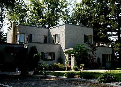 Simcoe Onterio   An Art Moderne House With A Rough, Grey, Stucco Finish.
