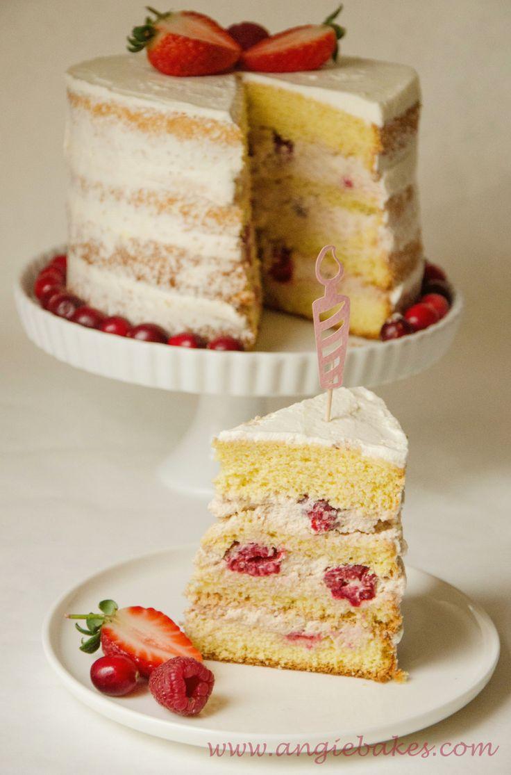 """Tieto torty sú už nejakú dobu hitom, tak som si povedala, že aj ja si takú urobím na narodeniny. Maminka keď uvidela tortu tak mi vraví: """" Krásna je, ale to ti už neostalo dosť krému na tie boky?"""" ..."""