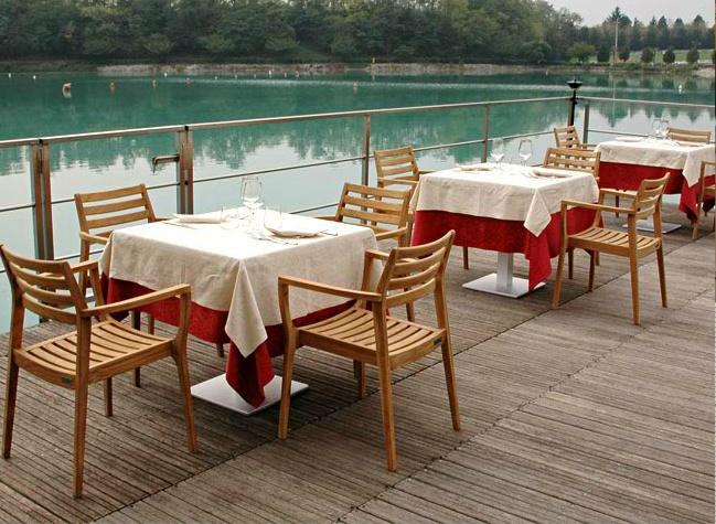 La vista sul lago Le Bandie del ristorante BanThai