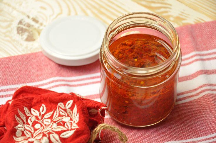 La harissa Bimby o harisa è una salsa piccante che si usa per condire il kebab o la pita con i falafel. Tipica del nord Africa, soprattutto della Tunisia.