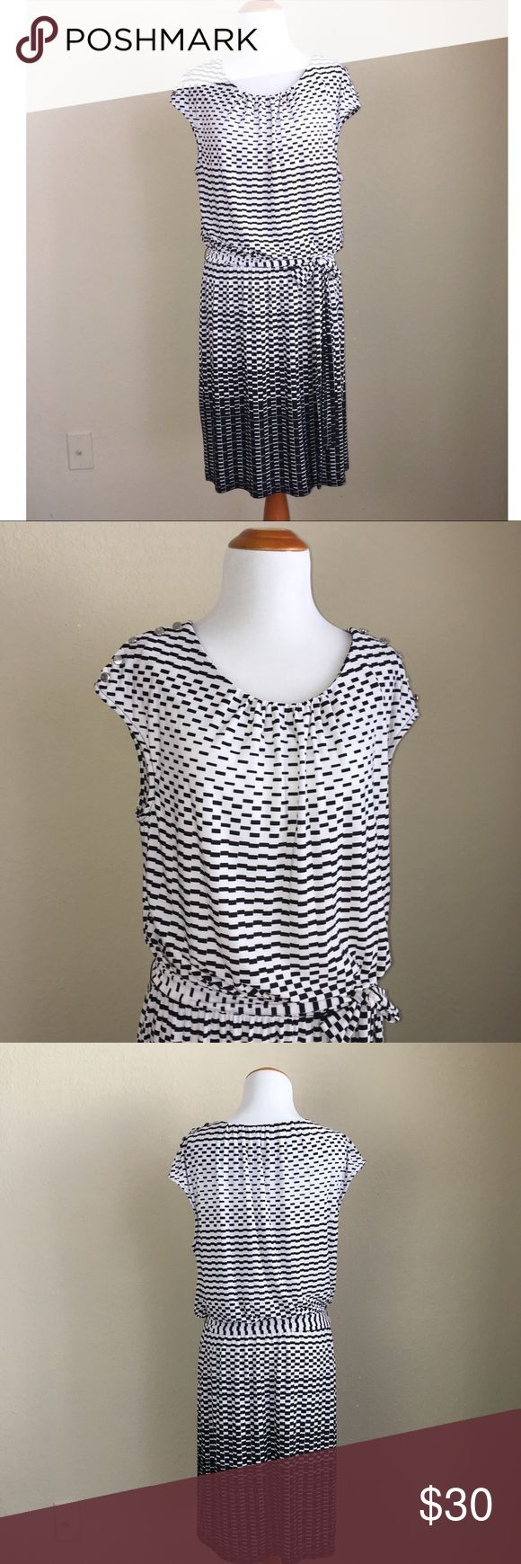 Black and white Guess Dress In excellent condition, Smoke Free Home 🏡 Guess Dresses