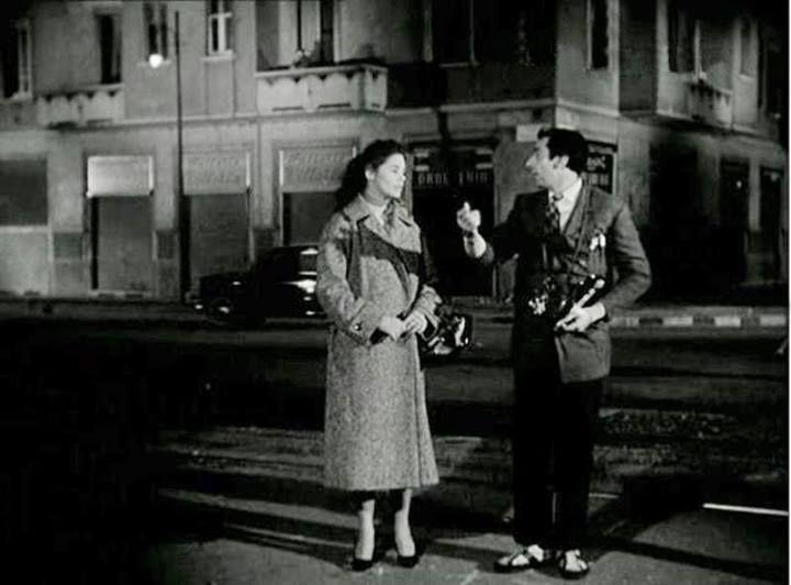 """P.zza Miani angolo Via Voltri....1956 Dario Fo durante le riprese del Film """"Lo Svitato"""" di Carlo Lizzani"""