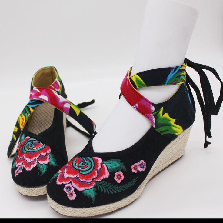 Тряпичные туфли на танкетке с вышивкой и завязками