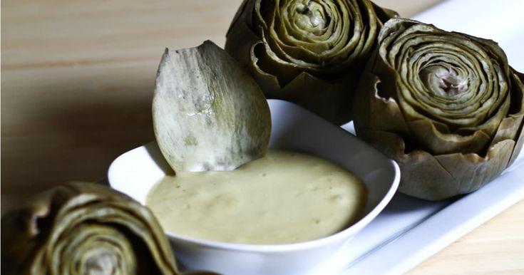 Découvrez cette recette de Aïoli maison et son artichaut poché pour 4 personnes, vous adorerez!