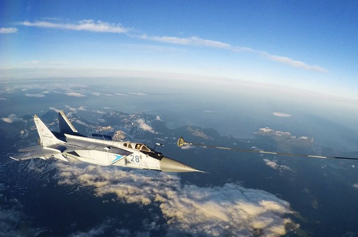 15 photos of the MiG-31, the Russian fighter jet that can chase away SR-71 Blackbirds  -  September 5, 2017: The Mig-31DZ, a variant released in 1989, was the first MiG-31 able to refuel in midair.
