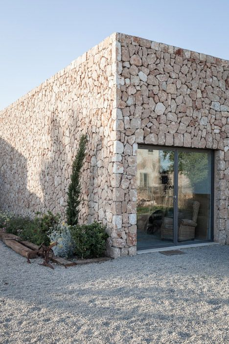 Tasked with creating a painting studio for an artist in rural Mallorca, local studio Munarq has overhauled a crumbling farmhouse and added a stone-walled extension.