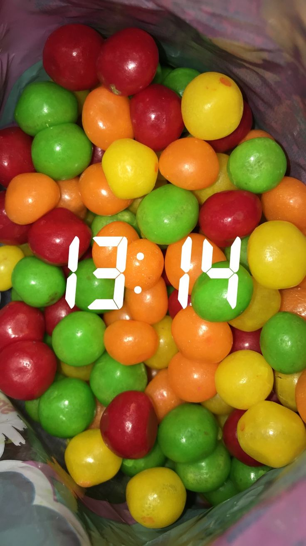 Snap, candy, sweet, red, green, ball, yellow, tumblr • pin: mia kub •