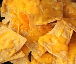 Cómo preparar nachos con queso #recetas #aperitivos #entrantes
