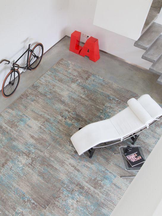 Interfloor - Mystique 942 De Mystique collectie is een karaktervolle kamerbrede vloerbedekking met fraaie vintage look. Mystique geeft een gevoel van opwinding, van vreugde en heeft het magische vermogen om een contrast te creëren met uw moderne interieur en deze een persoonlijke touch te geven. Ook verkrijgbaar als op maat gemaakt karpet. Kom langs bij onze winkel in Rijswijk om de mogelijkheden te bekijken!