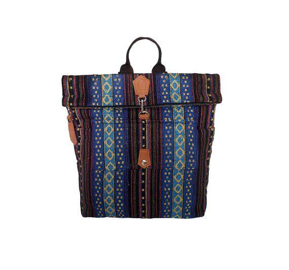 Questa borse in tessuto di cotone e vera pelle, vestito per tutti. Si può portare ovunque che tu vada. Comodo da usare, soprattutto per viaggiare, scuola, spiaggia, ecc. Assolutamente, si può prendere tutto quello che vuoi. Allinterno ha molte tasche per mantenere il vostro portafoglio, telefono o le tue cose importanti per la sicurezza. Di fronte la borsa ha 1 tasche per mantenere qualsiasi cosa si desidera e lato posteriore della borsa ha anche una tasca con zip per proteggere il proprio…