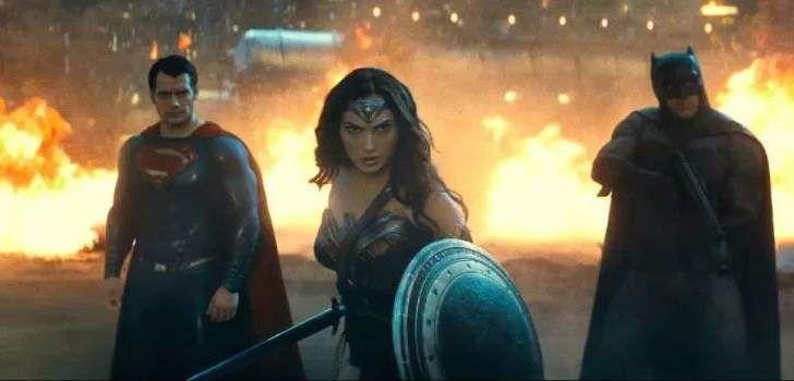 Um usuário do Deviant Art pegou três incríveis cenas do ultimo trailer de Batman vs Superman: A Origem da Justiça e as transformou em cartazes do filme tão bem feitos que parecem até que são oficiais do filme, um para cada personagem, Batman, Superman e Mulher-Maravilha. Obviamente entre os três trailers que já foram lançados …