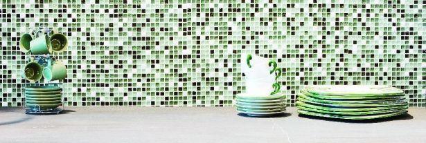 Mozaika szklana i metalowa w kuchni. Ekskluzywne wykończenia kuchennych wnętrz - Living Room