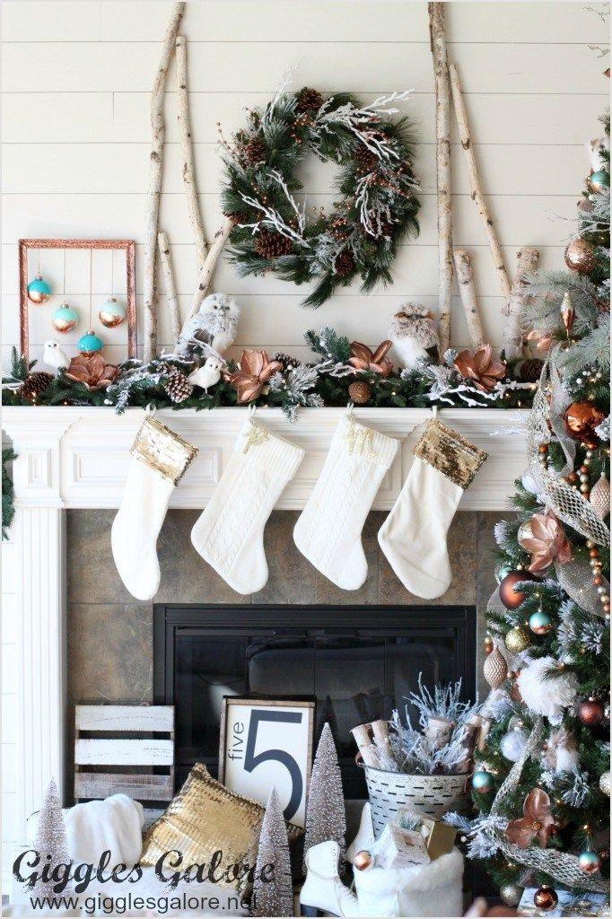 40 Beautiful Farmhouse Christmas Decorating Ideas 43