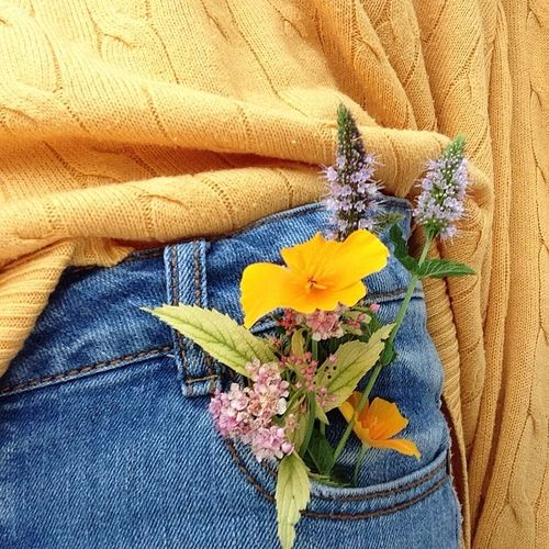 in need of a cute yellow sweater collection and some high waisted jeans