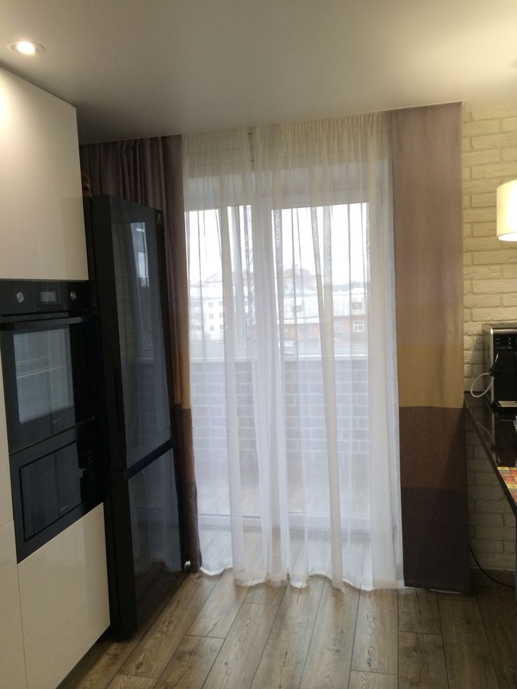 Уютная холостяцкая гостиная, объединенная с кухней.