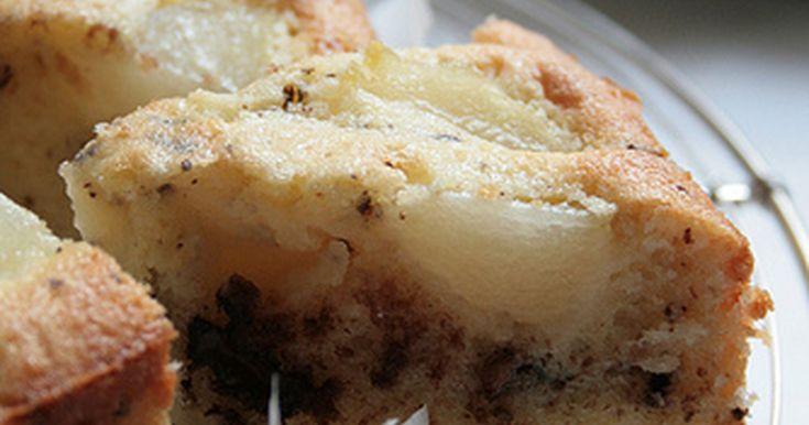 チョコレートと梨の相性がいいのは承知の事…ウンウン  さっぱりした簡単なケーキ。今回は梨缶を使ったので年中出来ます。水っぽい洋梨の方があっていると思います。おいしいよ^^