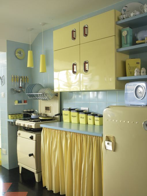 yourvintagelifeblog.com -- Fun vintage kitchen! Wouldn't this be cute for a guest cottage or a tiny home by the beach!?