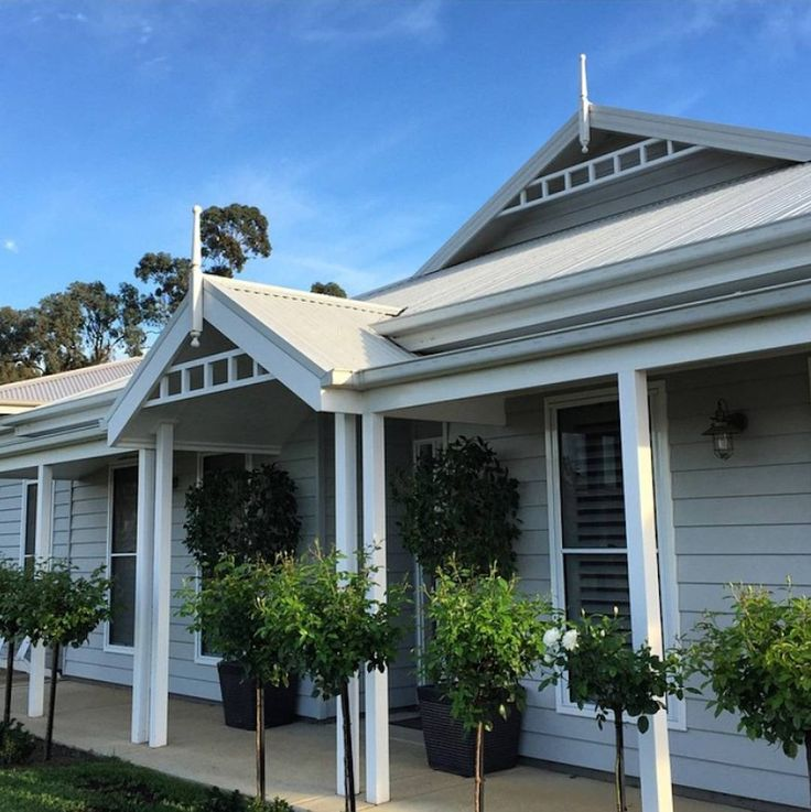Regram @katrinas_instagram - a Hamptons style facade using Scyon Linea cladding and brought to life with beautiful rose bushes. #australianarchitecture #architecture #exterior #exteriordesign #scyonwalls